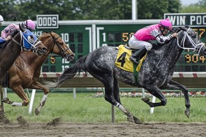 640px-Monmouth_Park_racing_on_June_4,_2011